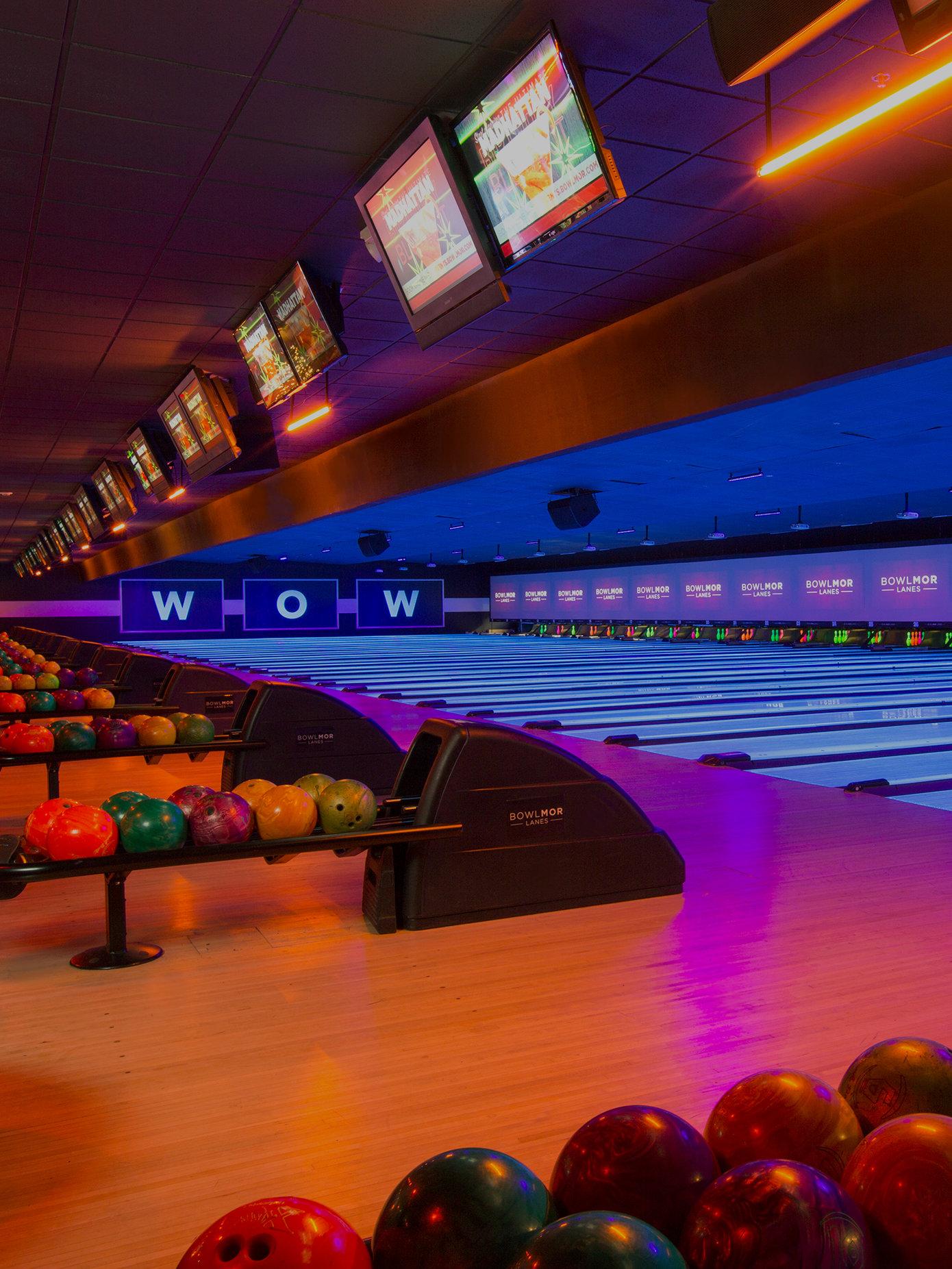 Bowling Alley & Sports Bar in Green Brook | Bowlmor